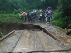 Road collapsed by flooding Tanzania
